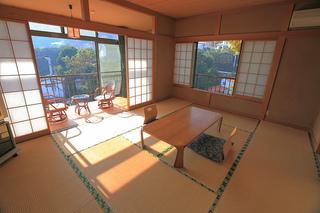 海を望む和室10畳と広縁付き(2階)