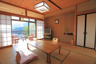海を望む和室8畳と広縁付(2階)
