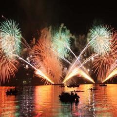 8月16日 夜空にはじける3000発の大輪!宮津燈籠流し花火大会!