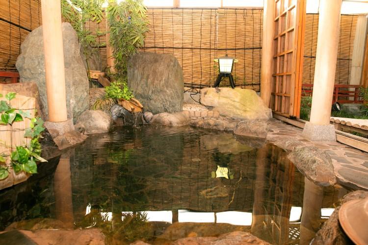 天然鉱石の大浴場