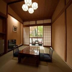 和室10畳《お庭に面したゆったりとしたお部屋です》