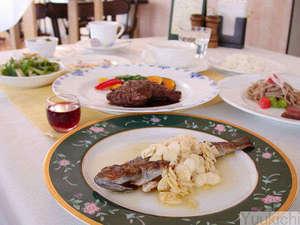 春から夏の 大満足1泊2食付き♪ 岩魚料理が好評 【メインは肉と魚の二品 フルコース満喫プラン】
