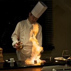 【美味旬旅】【ご夕食/鉄板焼15,000円コース】 本日の魚や特選和牛を目の前で豪快に焼いて提供