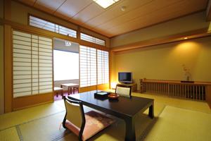 和室10畳間(ウォシュレットトイレ・バス付)