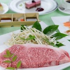 美味しいステーキに舌鼓…シェフが目の前で調理する黒毛和牛ステーキ!