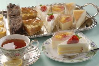 【ケーキ食べ放題プラン!】【女子会に大人気】甘いものだーいすき!肉&魚料理Wメインのフルコース付き♪