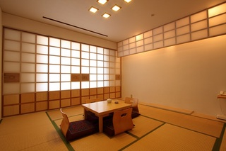 和室のお部屋〔定員4名 10畳・喫煙〕でごゆっくり!