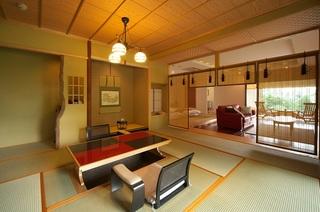 【2015小田急ロマンスカーCM客室】スイートルーム「楓」