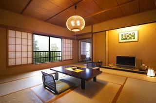 ゆったり和室(本間15畳+4.5帖)+温泉檜風呂