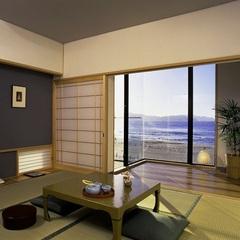 遊心館サライ 和室8畳+板の間2畳、テラス付