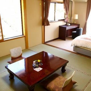 こもれび館2階/和洋室(和室8畳+ツインベッド)