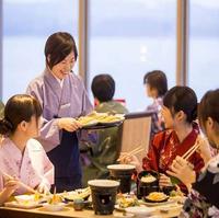 【春のおすすめダイニング】牛ステーキや氷見うどんが食べ放題&アワビ踊り焼付きの会席料理を満喫!