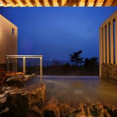 【海が見えるレストラン】海の幸を彩り鮮やかに「逸品会席・葵」◆雨晴温泉の絶景露天風呂で癒されよう♪