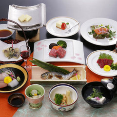 【現金特価・夕・朝食付き】 牛肉といっしょに、やっぱり食べたい!馬タタキ会席プラン♪
