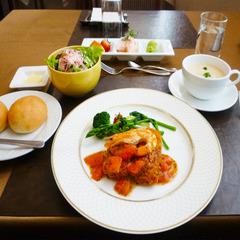 【昼食・朝食付】お昼からゆっくりできます!週替わりランチ付きプラン♪【12:00チェックイン☆】