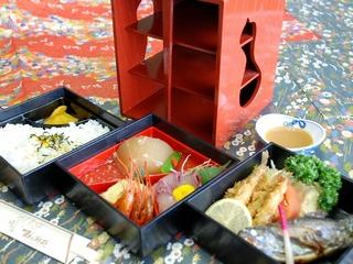 すわ湖苑特製『三段重お弁当』でうれしいお部屋食♪