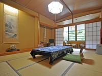【和室10畳/トイレ付】眺めのよい渓谷側