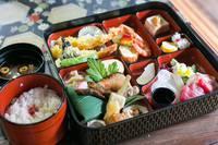 【朝・夕食付】町家でごはん!京都の文化、仕出し料理屋さんが、町家まで料理を配達して頂けます。