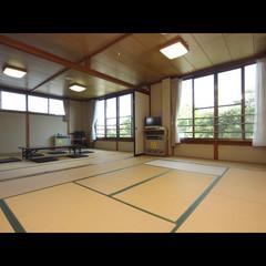 雄大な富士と過ごす、12畳+15畳の広々二間
