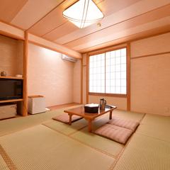 【本館】山の木々に囲まれた大奥の部屋|和室10畳