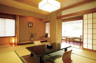 街側和室(バス・トイレ付8畳〜10畳)