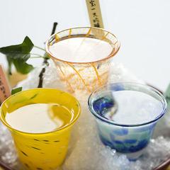 """◆地酒の響宴◆""""酒どころ広島""""に清らかな酒類あり。『3種の地酒』と『瀬戸内の美味』に舌鼓。"""