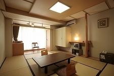 *【山側】和室10畳(トイレ付)