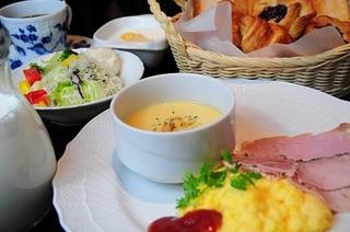 【朝食改善プロジェクト】新宿のホテルで一番美味しい朝食を目指すフレッシュサラダと選べる朝食付きプラン