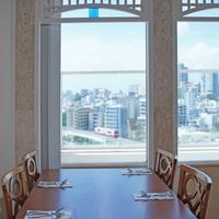 最上階レストランで那覇の市街地を眺めながらご朝食をお楽しみください♪<スタンダードプラン・朝食付>