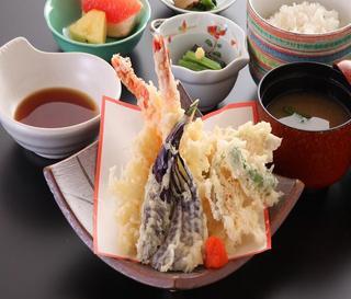 夕食はレストランで日替わり定食!和食・洋食・中華日替わりメニュー【写真は一例です】