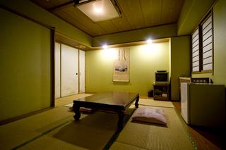 和室 4名様での宿泊 1名様当り1000円台で泊まれる!
