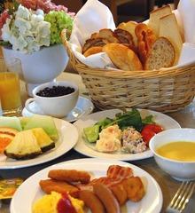【夏得】大人限定!【温水プールでリフレッシュ!】スポーツクラブ利用と朝食付カップルプラン!