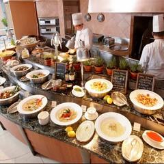 【ディナーはシェフが目の前でクッキング!】シンプルステイ/30平米〜(朝食&ディナーブッフェ付)
