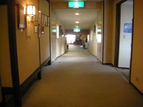 写真5 廊下
