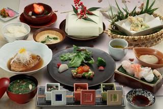 基本プラン(季節のお料理)旬の魚介と山形牛サーロインまたはリブロース