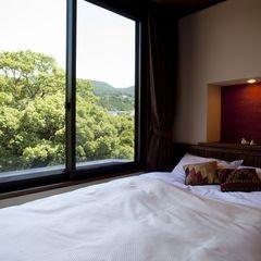 半露天風呂付き和洋室「撫子」〜嬉野川を望むベッドルーム〜