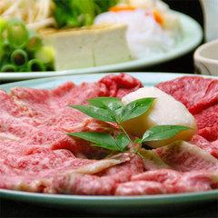 和牛のすき焼きグレードアップ◆甘めの味付けが染みた特選和牛を、卵をくぐらせて♪≪現金特価≫