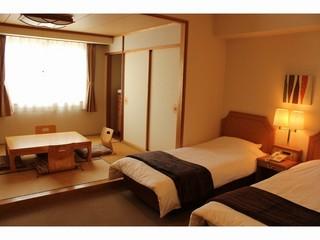 白馬連山のパノラマビュー 6畳とシングルベッド*2台
