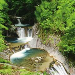 【おにぎり&入浴つき!】西沢渓谷お車約18分!西沢渓谷で森林セラピー体験☆癒し旅<自然を感じる旅>