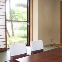 落ち着く和室(日本庭園を眺める)