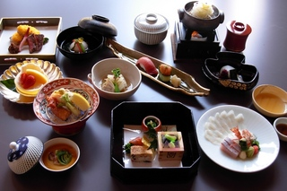 温泉満喫の後は、気軽に和室のお部屋でテーブル食≪当館おススメプラン≫