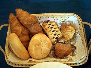 現金特価 六呂師プラン1泊2食楽々グルメプラン 夕食は絶品グルメでわいわい♪焼き立てパンで朝食を