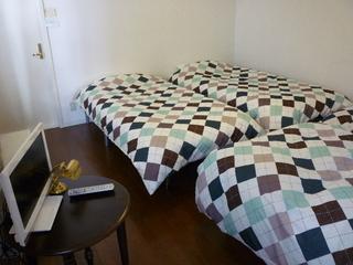 *1〜4名の個室寝室* 便利なリビングルーム 駐車無料のプラン 1名¥3100〜