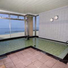 2食付★ホテルの目の前がビーチ!オーシャンビューの大浴場×庄内の味覚を満喫