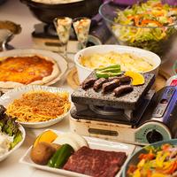 夕食はステーキ肉と一品料理ブッフェで大満足☆フリードリンクセット(現地払)もあるヨ♪/2食付プラン
