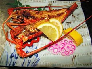 【家族同室】地魚海鮮ほどほどプラン 地魚中心のお刺身盛り合わせとイセエビ鬼殻焼きがメインです。