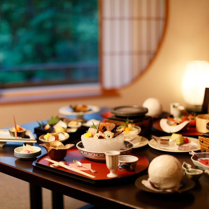 【基本プラン】新鮮な海の幸と香り豊かな山の幸「特選佳松園会席」 客室三間タイプ