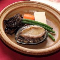 【期間限定】贅沢気分のWメイン!3大肉食べ比べ「すき焼き」&高級食材「アワビの酒蒸し」を堪能♪