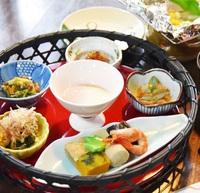 【京の和朝食】三千院に続く参道を眺めながらいただく〜おばんざいと湯豆腐〜