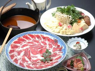 〔牡丹鍋〕寒い冬は鍋で元気に★「因州しし肉」を合わせ味噌仕立てのお出汁でぐつぐつ!ボタン鍋